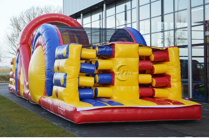 giant inflatable course